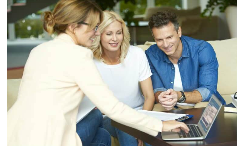 Pros & Cons of Having Online Real Estate Agent