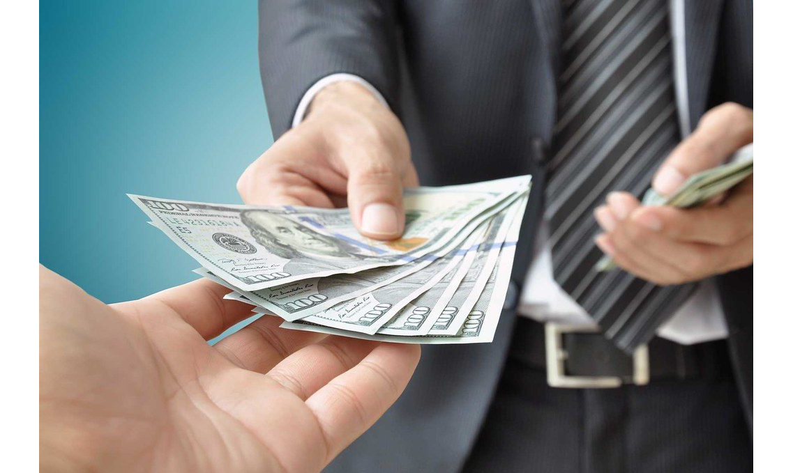 Who Pays Real Estate Agent Commission Fees
